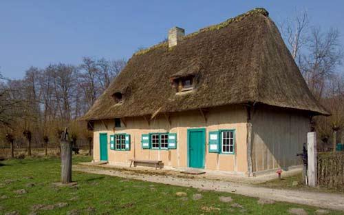 De gebouwen van het middeleeuws gasthuis ten bunderen in moorslede de gebouwen - Het huis van de cabriolet ...